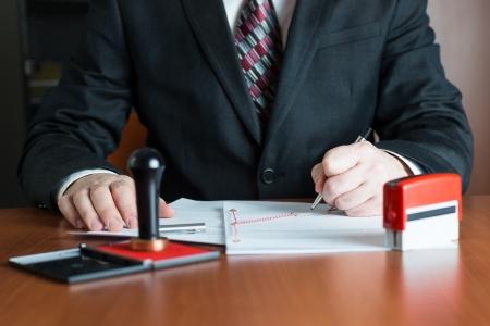 Стоит ли открывать ООО: плюсы, минусы и особенности бухгалтерии